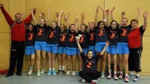 Die weibliche C-Jugend des TKN feiert die Kreismeisterschaft 2016.